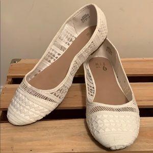 White round toe lace flats size 9